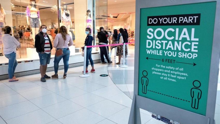 Las ventas en las tiendas de ropa subieron el mes pasado un 188 %, las de muebles y artículos para el hogar crecieron un 90 % y aumentaron un 88 % en los comercios que venden libros, música, artículos deportivos.