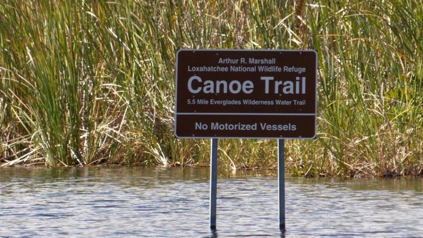 Señalización en canales de los Everglades, Florida.
