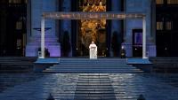 Papa Francisco imparte bendición histórica en plaza vacía y con el coronavirus en mente