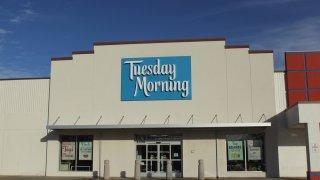 Fachada de una tienda Tuesday Morning