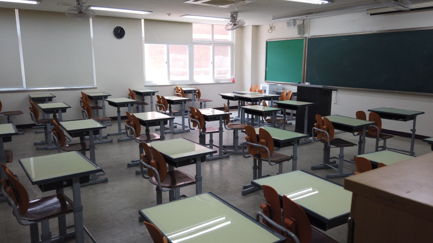 Photo of empty high school classroom.