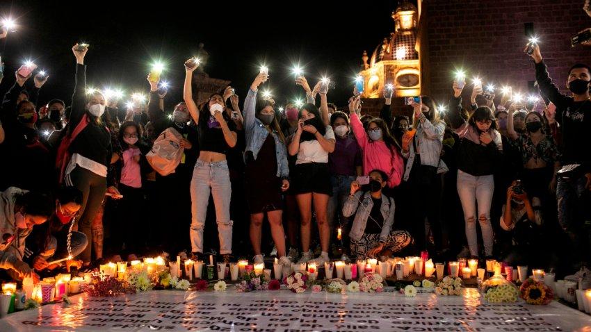 grupo de mujeres exigen justicia por un feminicidio
