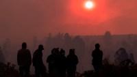Evacúan a 25,000 personas por incendio forestal en el centro de Chile