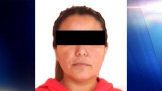 """Fotografía de una mujer identificada como """"La China"""", dada a conocer por el Fiscalía General de México"""