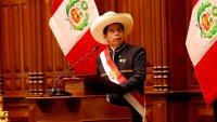 Pedro Castillo asume la presidencia de Perú como el primero de origen campesino