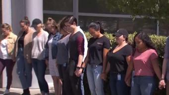 Empleados de un Walmart en California protestan por venta de armas