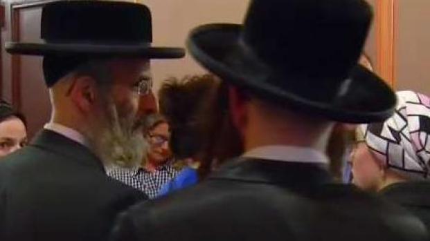 Trump le apunta a judíos que votan a los demócratas