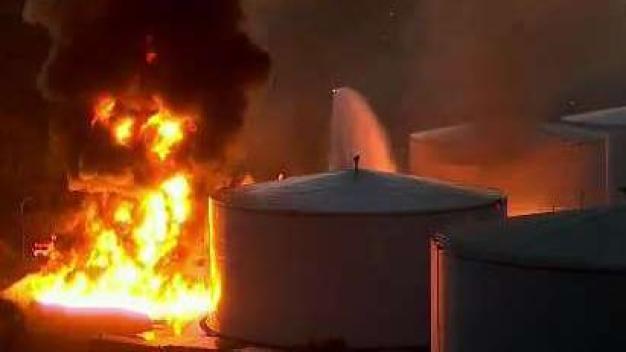 Investigan explosión de almacén de combustible