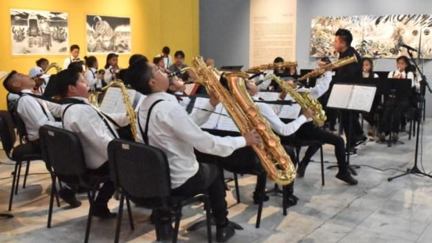 México: con música, rescatan a niños en barrio de Tepito