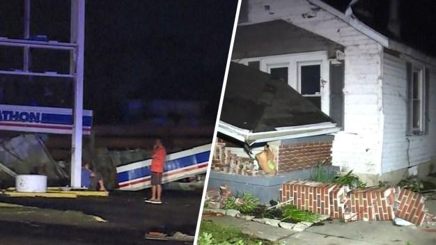 Implacables tornados arrasan con varios poblados