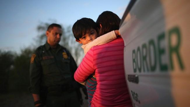 Gobierno pide hasta dos años para identificar a niños separados de sus familias