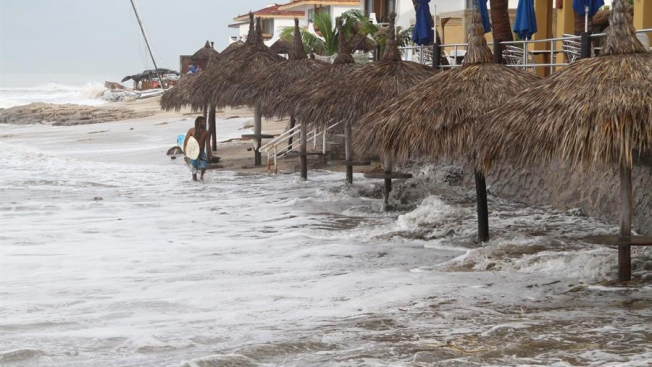 Priscilla se degrada, pero seguirá dejando lluvias en México